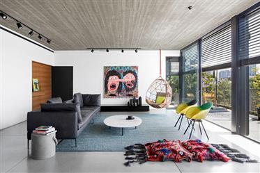 למכירה פנטהאוס מעוצב ויפיפה עם בריכה פרטית בבניין לשימור מיקום שקט ופסטורלי, נוף עוצר נשימה