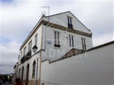 Moradia T9, centro de Rio Maior - Casas, apartamentos, moradias e terrenos para comprar ou vender ca