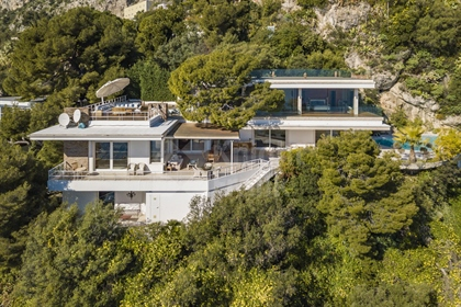 A Stunning Villa with Panoramic Sea View next to Monaco