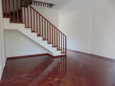 Apartamento T3 Duplex na Camacha