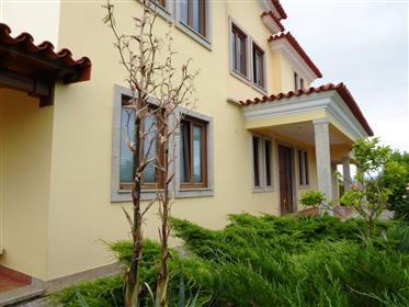 Nouvelle villa de 4 chambres, 2310 m2 de terrain. Portugal, Mirandela.