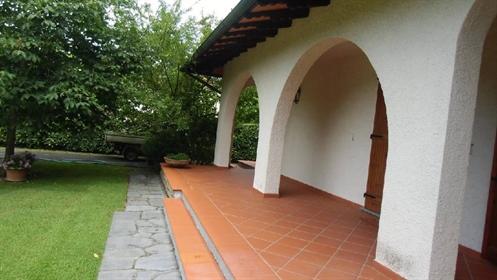 Villa singola in vendita a Forte dei Marmi, in buono stato - Rif. V 2914 Forte De