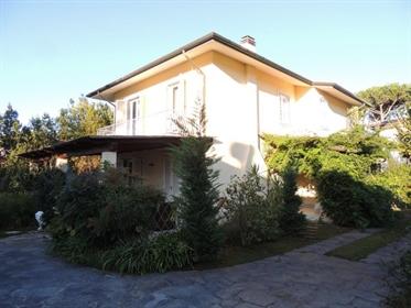 Villa singola in vendita a Forte dei Marmi, in ottimo stato - Rif. V 4017 villa Forte dei Marmi