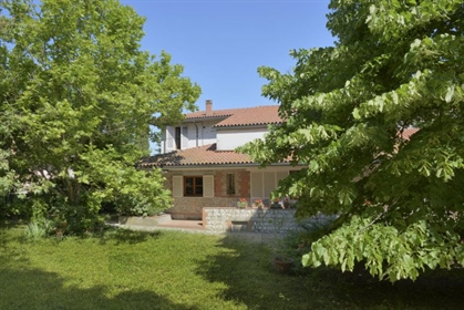 Villa singola di 500 m2 a Volterra