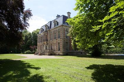 Compiègne – An elegant Neo-Louis Xiii property