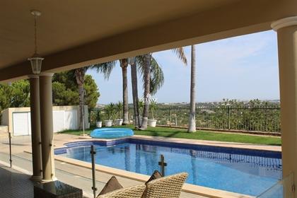 Fantástica moradia com 5 quartos com piscina