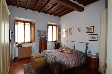 Firenze, zona Oltrarno, Appartamento.