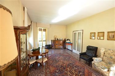Firenze, zona Stibbert, bell'appartamento in vendita.