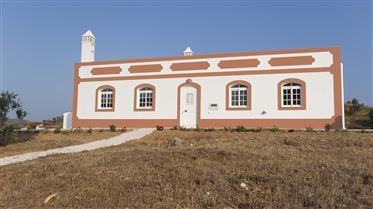 Quinta com cerca de 5 hectares  localizada em zona muito sos...