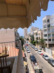 Calm Street - Bauhaus Building - Kerem Hateimanim