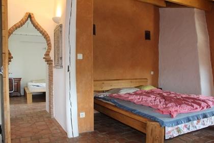 Bastide atypique Sud Ardèche (07), vue dégagée, 4 chambres, dépendances