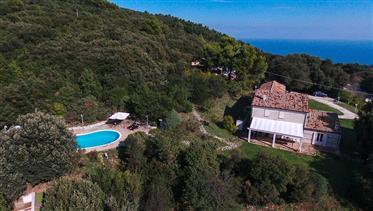 Villa a Sirolo con piscina e vista mare