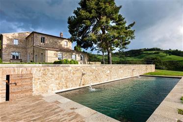 Villa con piscina e centro benessere vicino a Fano, Marche