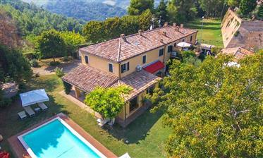 Villa del 1700 sulle colline di Pesaro, Le Marche