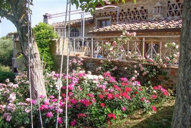 Villa di famiglia In un Borgo medievale toscano