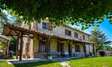 Hermosa casa de campo en Recanati