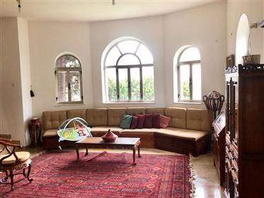 A Jerusalem-style corner house, special and authentic