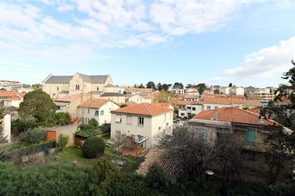 Proche avenue Toulouse, Grand T3 de 76,5 m2 situé au dernier étage avec terrasse et garage