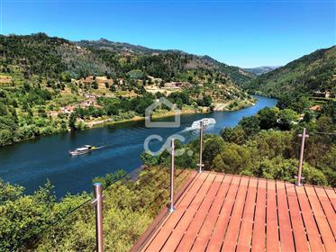 Vila no Rio Douro