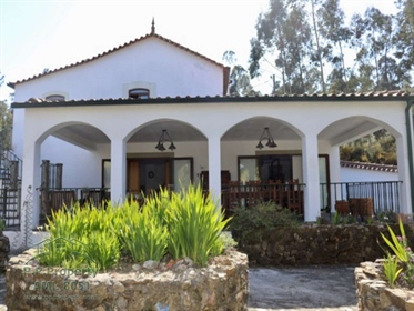 Incrível moradia de 4 quartos com piscina e terreno em Vila ...