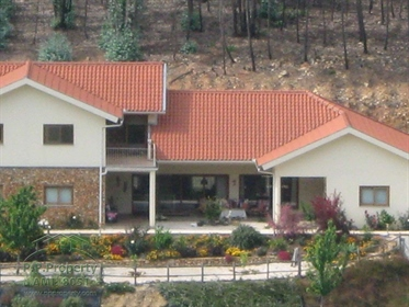 Atemberaubende stürmiertes Einfamilienhaus mit Anbau und Pool