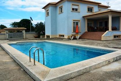 Bonita y exclusiva villa, en un entorno rodeado de naturalez...