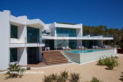 Una espectacular casa de reciente construcción con vistas pa...