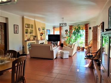 3 bedroom apartment with large areas and excellent location