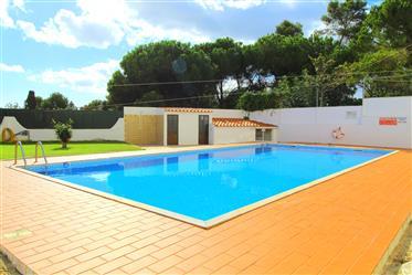 Algarve - Albufeira - Apartamento T1 Renovado, para venda, com piscina e vista mar