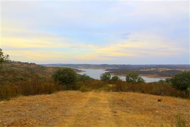 Alentejo - Reguengos de Monsaraz - Herdade para venda com 499 ha, única para a caça, nas margens do