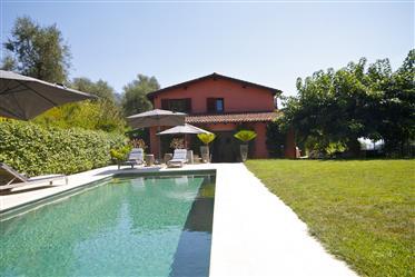Prestigieuse villa avec piscine