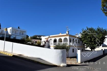 Precioso chalet independiente de 316 m² con parcela de 826 m² en la inmejorable zona resid