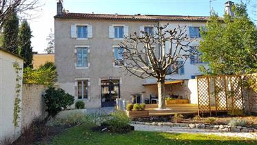 Restored 213m2 living house in cahors town centre with garden and outbuilding