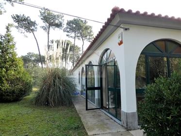 Maison avec jardin et piscine à vendre à Aroeira   800m de la plage