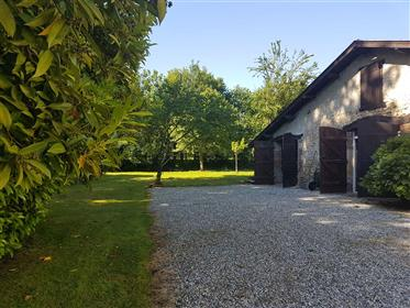 Landes - Sort en Chalosse. Renovated farm-house with gîte and pool