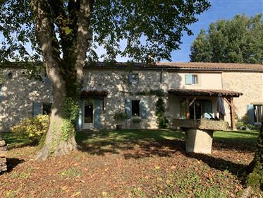 Maison en pierre à la campagne avec 3 hectares