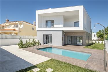 Detached Contemporary 4-Bedroom House In Azeitão