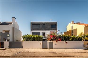 Contemporary Detached House In Alcochete