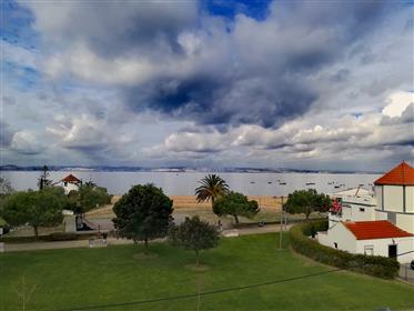 Spacious 6-Bedroom Duplex Apartment At The Beach In Alcochete