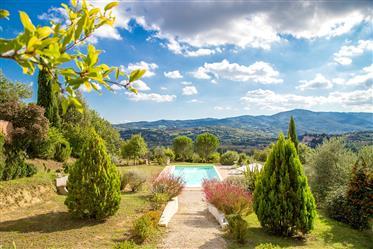 Villa Dei Colli Toscani - Casale ristrutturato in vendita