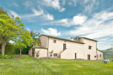 """Prestigioso Casale In vendita a Perugia  - """"Villa Leila"""""""