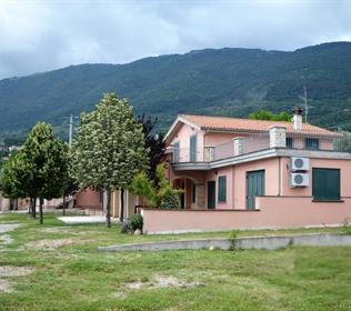 Vivenda: 380 m²