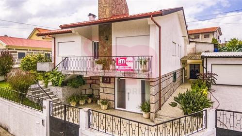 Moradia Isolada T3 2 Venda em Moreira de Cónegos,Guimarães