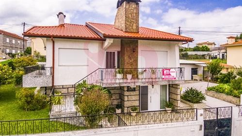 Maison isolée 3 Chambre(s) 2 Vente em Moreira de Cónegos,Guimarães