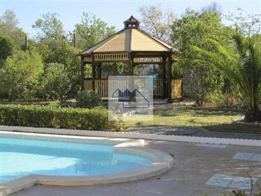 Grande villa com 4 quartos com piscina, garagem a poucos min...