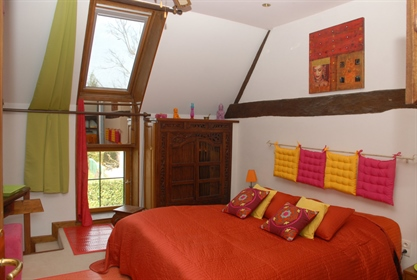 25 minutes from Beaune, discover this haven of peace. Very beautiful dominant view. This f