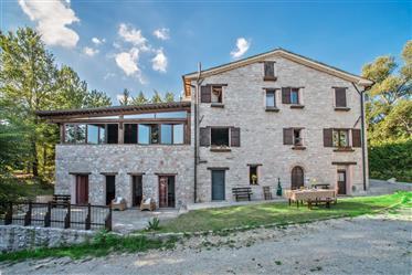 Ancienne villa dans un parc naturel non loin de la ville d'Urbino