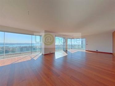 T4 de luxo, condominio c/ com piscina e vista de rio