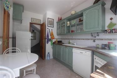 House with 4 bedrooms in Aldeia do Meco 2 minutes from the b...