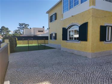 Detached villa, with 5 bedrooms, 2 minutes from the beach.